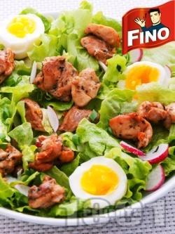 Зелена салата с варени яйца и крехко пилешко месо от бут на хапки - снимка на рецептата